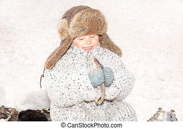 女の子, 子供, 捕えられた, a, fish, 上に, a, えさ, 上に, 釣り, winter.,...