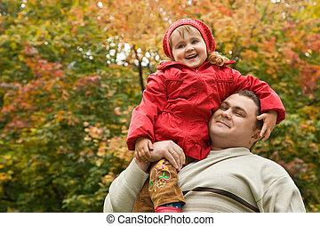 女の子, 座る, 上に, 肩, ∥において∥, 人, パークに, 中に, 秋