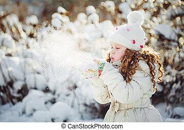 女の子, 打撃, 雪, ∥で∥, ミトン, 上に, a, 雪片, bokeh, 背景, .