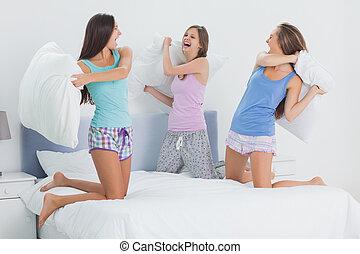 女の子, 持つこと, パジャマ, ベッド, 枕 戦い