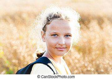 女の子, 日当たりが良い, 牧草地, 平和である