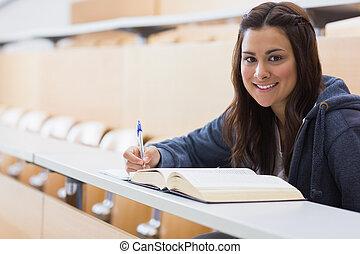 女の子, 本, モデル, 読書, 微笑, メモをとる, 間