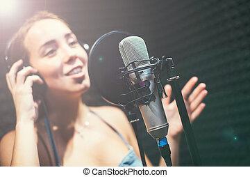 女の子, 歌うこと, に, a, マイクロフォン, 中に, スタジオ