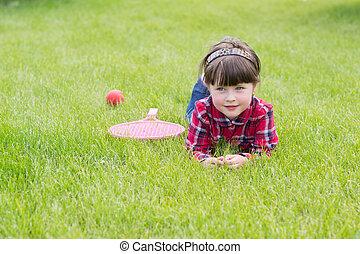 女の子, 芝生に