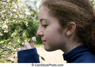 女の子, 花, においをかぐ