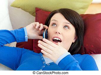 女の子, 話し, 驚かされる, 電話, 十代, ソファー, あること