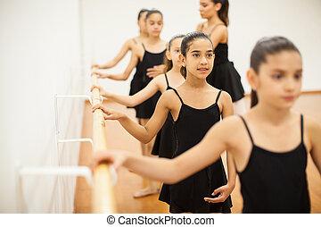 女の子, 身に着けていること, a, レオタード, 取得, ダンス, クラス