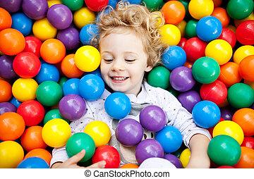 女の子, 遊び, プラスチック, ?olorful, 持つこと, 若い, 楽しみ, ボール, 子供, ブロンド