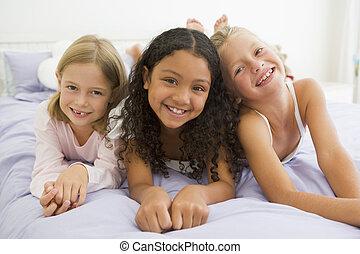 女の子, 3, ベッド, 若い, ∥(彼・それ)ら∥, パジャマ, あること