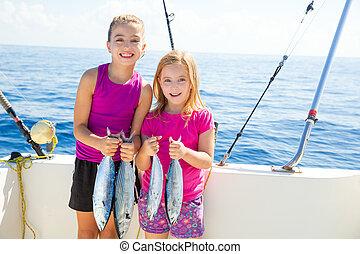 女の子, fisherwomen, 魚, 捕獲物, マグロ, 子供, 幸せ