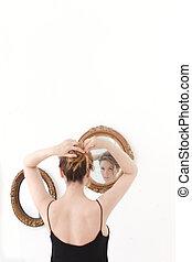 女の子, preens, の前, 鏡