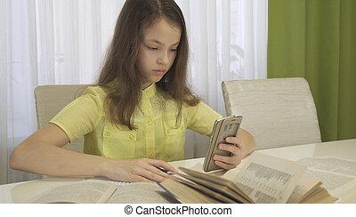 女の子, smartphone, ティーネージャー, 宿題