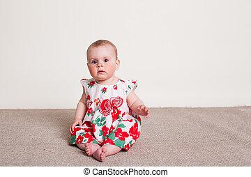 女の赤ん坊, 中に, a, 服, ∥で∥, 赤い花