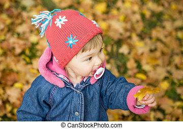 女の赤ん坊, 公園