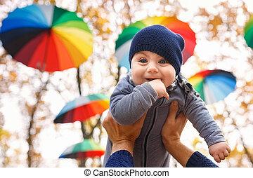 女の赤ん坊, 手を持つ