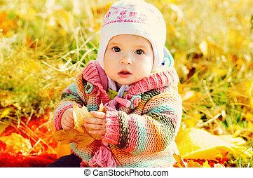 女の赤ん坊, 秋