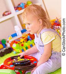 女の赤ん坊, 部屋, 遊び