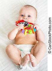 女嬰, 躺在后面上, weared, 尿布, 由于, 玩具