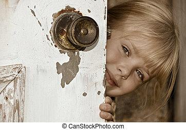 女孩, 偷看, 大約, 老, 門