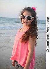 女孩, 在海灘上