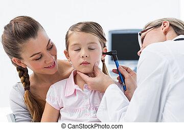 女孩, 是, 檢查, 所作, 醫生, 由于, otoscope
