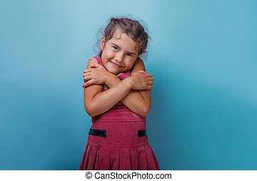 女孩, 歐洲, 出現, decade, 擁抱, 她自己, 上, a, 藍色, backg