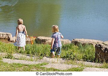 女孩, 湖捕魚, 二