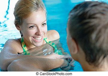 女孩, 調情, 由于, a, 男孩, 在, 池