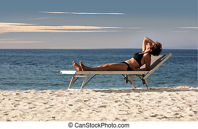 女性がリラックスする, 上に, a, 浜