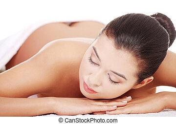 女性がリラックスする, 美しさ, spa., 若い