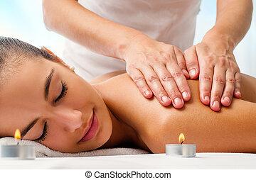 女性がリラックスする, 魅力的, 楽しむ, massage.