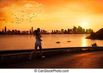 女性が走る, 若い, 日没