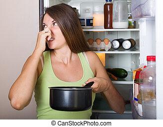 女性の保有物, 反則, 食物