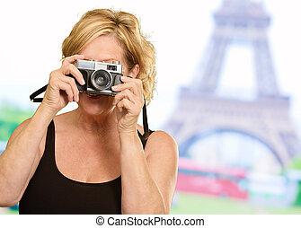 女性の保有物, a, カメラ