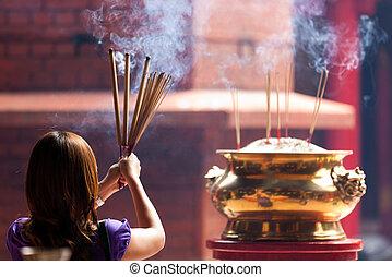 女性の保有物, incense は付く
