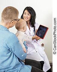 女性の医者, スクリーン, ショー, tablet's, デジタル, 赤ん坊