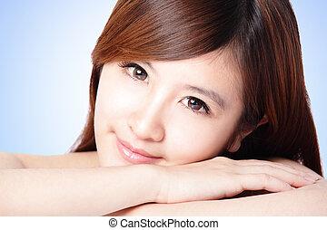 女性の表面, 魅力的, きれいにしなさい, 皮膚, 微笑