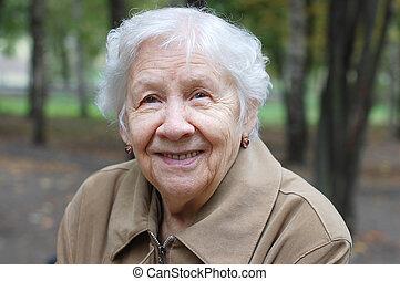 女性の 肖像画, 屋外で, 年長者, 美しい