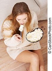 女性の 食べること, 憂うつにされた, 大きい, concept., 快適さ, ボール, 若い, 氷, 食事, herself., クリーム状になる, 憂うつ, bulimia