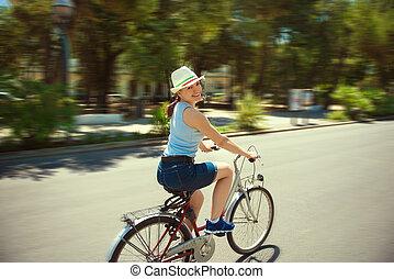 女性サイクリング, 若い, 幸せ