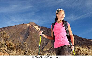 女性ハイキング