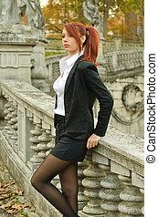 女性ビジネス, 屋外で, 若い, かなり, 服装