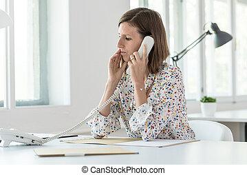 女性ビジネス, 若い, 電話, 深刻, 作成