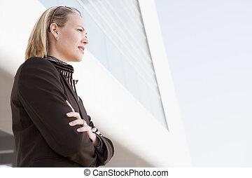 女性実業家の地位, 屋外で, によって, 建物