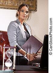 女性実業家, ∥で∥, フォルダー