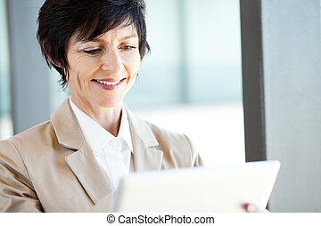 女性実業家, コンピュータ, タブレット, 使うこと