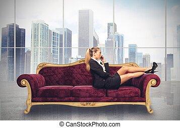 女性実業家, ソファー