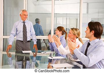 女性実業家, ビジネスマン, ミーティング, 仕事, の間