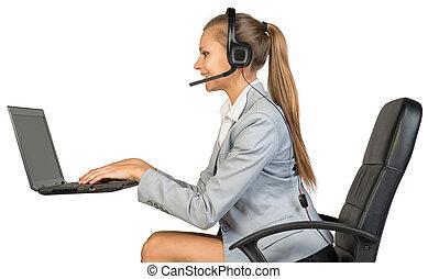 女性実業家, ラップトップ, タイプ, ヘッドホン, キーボード