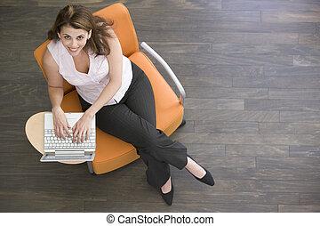 女性実業家, ラップトップ, 屋内, 微笑, モデル